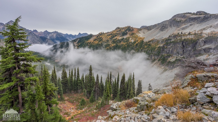 Photo from the Heather-Maple Pass Loop Trail, taken in autumn, North Cascades Region, Diablo Lake Area